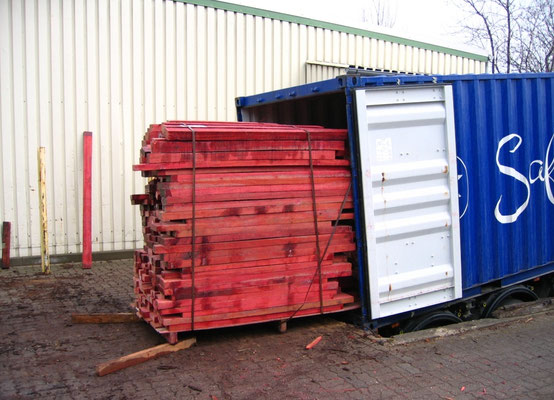 Red Heart Lieferung in der Containergrube