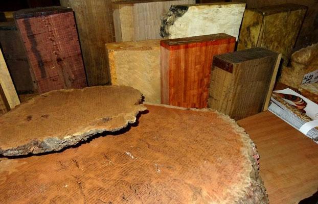 Maserplatten zum Fertigen von Messergriffen, zum Drechseln von Schalen
