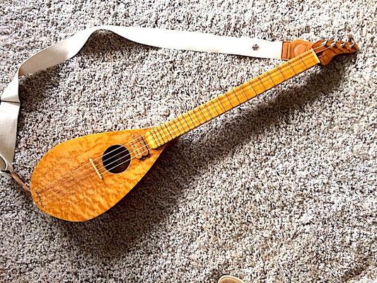 Blues Gitarre aus Ahorn und Mahagoni - www.bernd-oetzmann.de