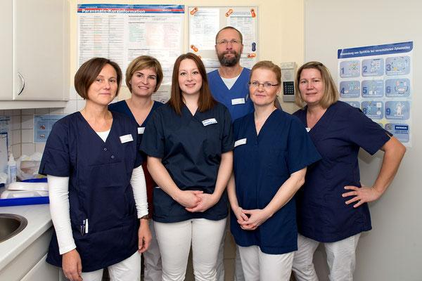 Gruppenfoto mit Mitarbeitern der onkologischen Schwerpunktpraxis Wolfsburg