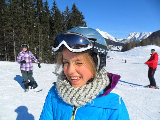 Snowboarder mit Helm