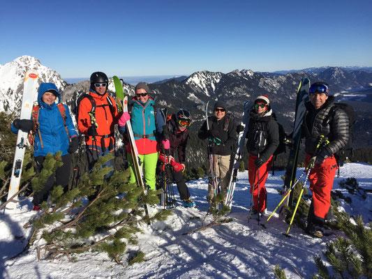 Tourengruppe am Skigipfel Scheinbergspitze, Ammergauer Alpen