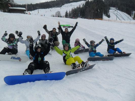 Snowboard Verleih Gruppe beim Kurs