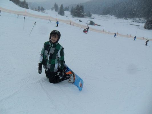 Snowboarder nach einem Sturz