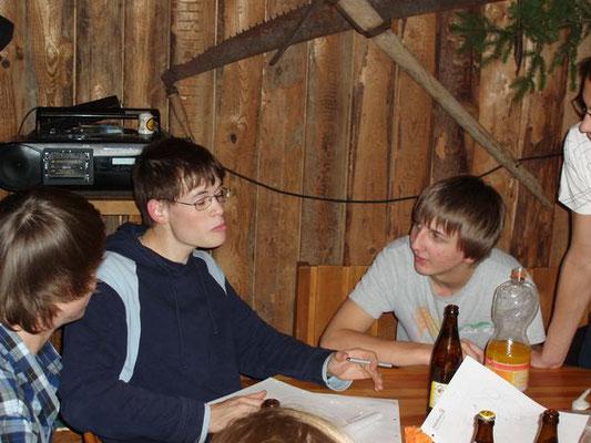 Markus überlegt, wie er den Begriff seiner Gruppe aufzeichnen soll.