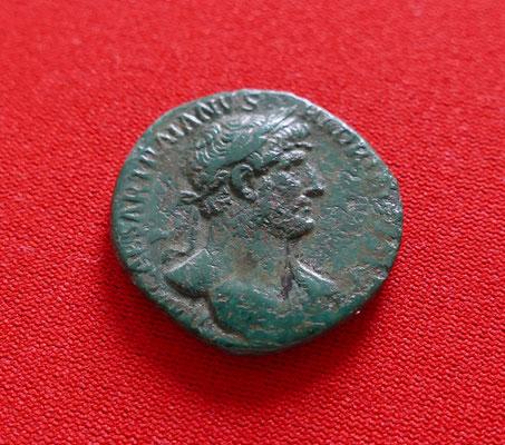 Bronzemünze von Kaiser Hadrian (117-138 n.Chr.) - Nominal: 1 As - Ansicht: Kaiser Hadrian
