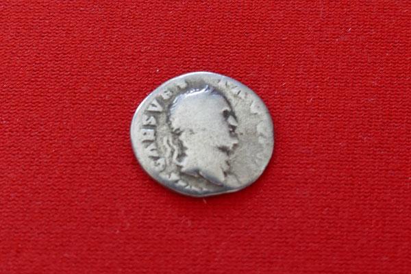 Silbermünze von Kaiser Vespasian (69-79 n. Chr.) - Nominal: 1 Denar