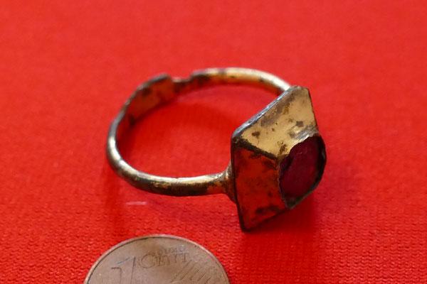 mittelalterlicher Fingerring; Bronze/Feuervergoldet