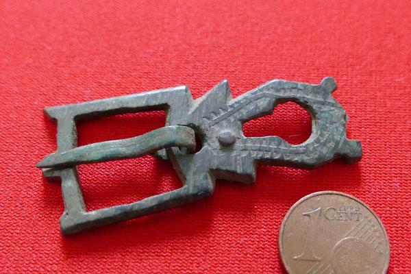 Spornschnalle aus Bronze vermutl. Salisch bis Stauferzeit - 11./12. Jh.