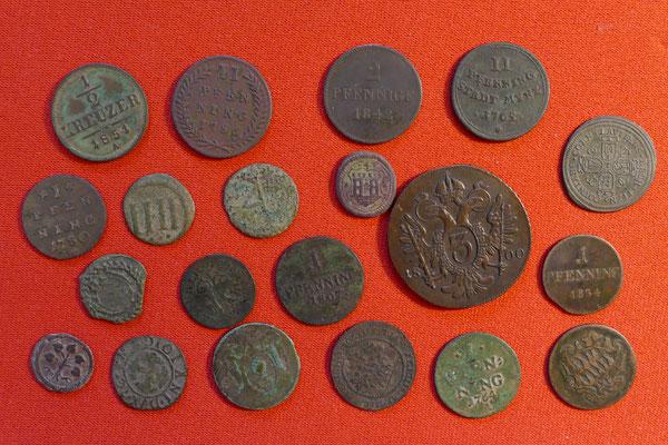 Sammlung neutzeitlicher Kupfermünzen unterschiedlichster Zeitstellung