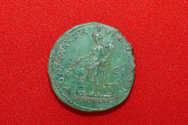Bronzemünze von Kaiser Hadrian (117-138 n.Chr.) - Nominal: Dupondius (=2 Asse) - Ansicht: Fortuna mit Füllhorn, die Glücks- und Schicksalsgöttin