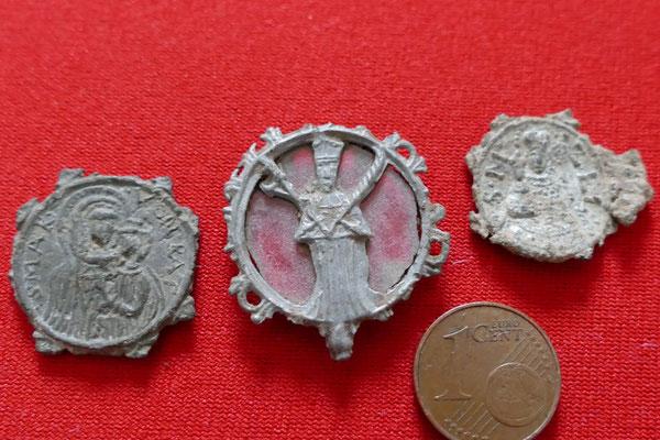 mittelalterliche Walfahrtsanhänger und Pilgerabzeichen (Alter unbekannt)