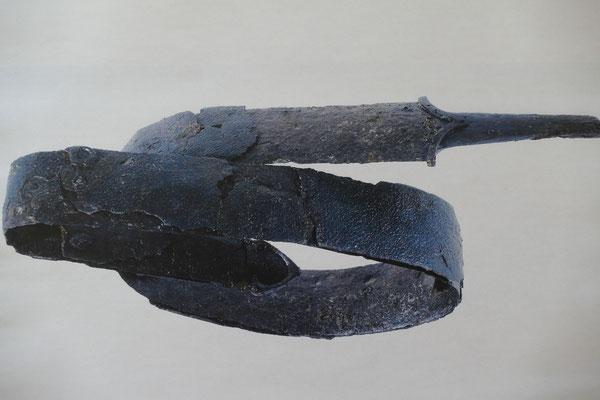 Schwert verbogen: Foto - Landesamt für Denkmalpflege