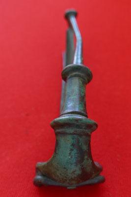 Römische norisch-pannonische Doppelknopffibel aus Bronze - ältere römische Kaiserzeit - L: 8,1 cm