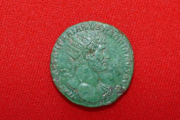 Bronzemünze von Kaiser Hadrian (117-138 n.Chr.) - Nominal: Dupondius (=2 Asse) - Ansicht: Kaiser Hadrian mit Strahlenkrone