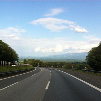 Meine Lieblingsautobahn! Runter vom Irschenberg, den Süden in Sicht!