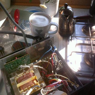 Steuerdingens ausgebaut, keine Idee, erstmal Kaffee