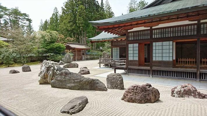 金剛峰寺 雌雄一対の竜を表す石庭
