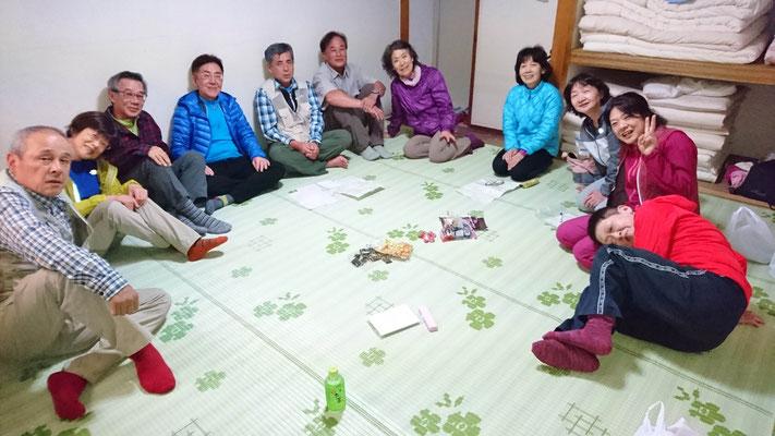 今年は、室内で集中  (台風のせいで、2グループのみ 寂しい)
