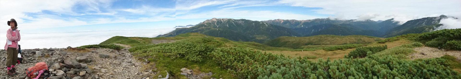 北ノ俣岳山頂で、パノラマ写真  中央,薬師岳 右端、黒部五郎岳