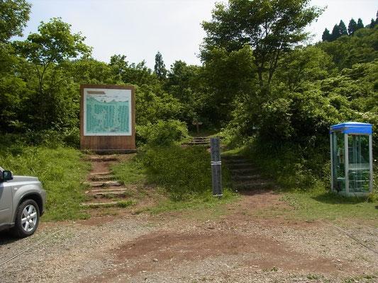 夏の取立山駐車場と登山口