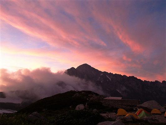 夕日に染まる剱岳
