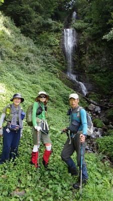 五銚子の滝で記念撮影
