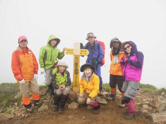 岩小屋沢岳(2,630m)山頂にて