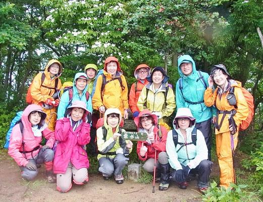 雲谷山山頂(786.6m)で山頂到着証拠写真