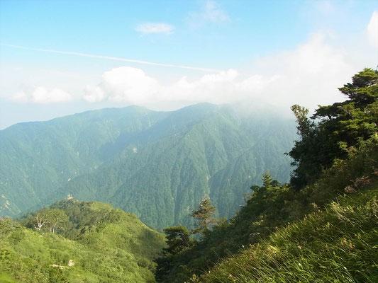 左手に僧ケ岳、駒ケ岳の山並み