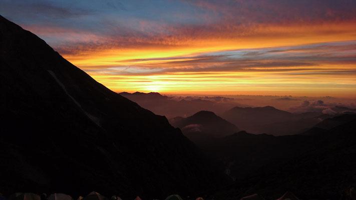 五竜山荘前から、燃えるような夕焼け