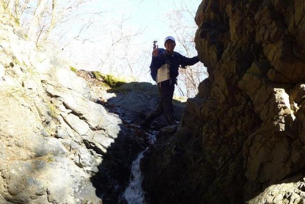 5m小滝を登り切ってハイ、ポーズ