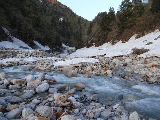 白萩川へ下山
