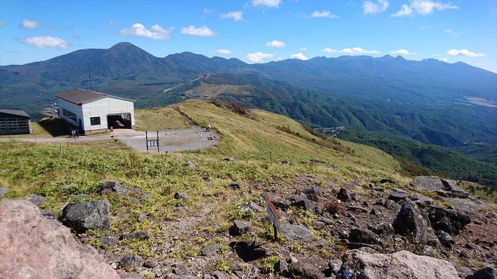 左、蓼科山。 右、八ヶ岳連峰