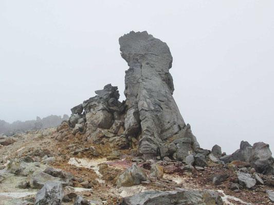 ライオン?犬か、様々なものに見える巨岩がいっぱい。