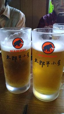 メンバー約3人はビールでまったり。