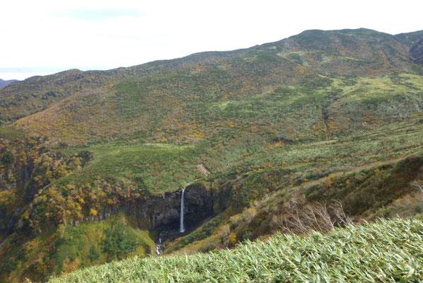 絶景、清浄ケ原より流れ落ちる百四丈滝。