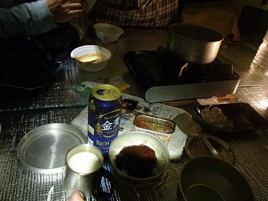 テントの中での夕食~宴会
