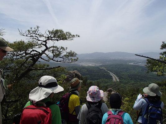 国見岩が間近に見えるビューポイント