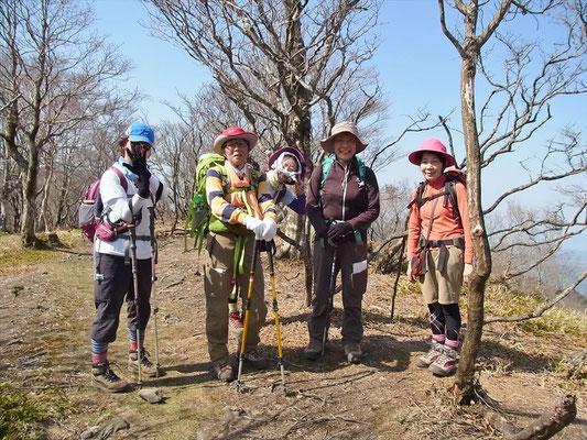 14:45 7座目コヤマノ岳(1,181m)山頂にて