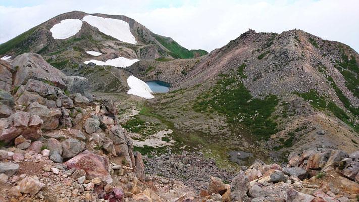 白山山頂から右、剣ヶ峰。 左、大汝山