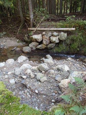 南谷にかかる橋は長い間壊れたまま