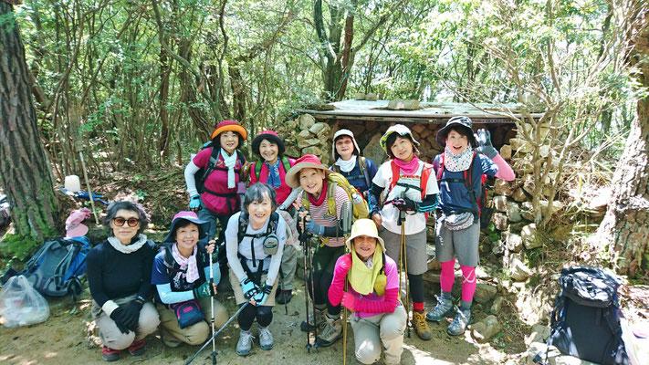 岩倉山山頂(488.4m)にて