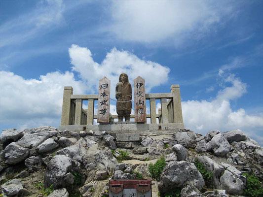 伊吹山山頂の日本武尊像