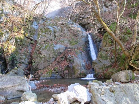 三筋滝(晴天時は一筋滝です)