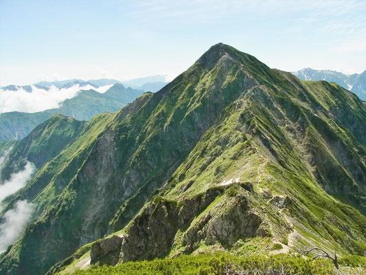 鹿島槍ケ岳北峰(2,842m)から吊り尾根と南峰