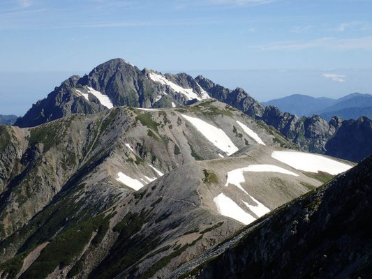 雄山山頂にて 手前から、真砂岳・別山・剱岳