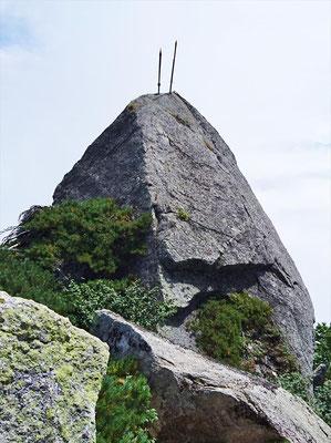 信仰のお山、「二本の剣」