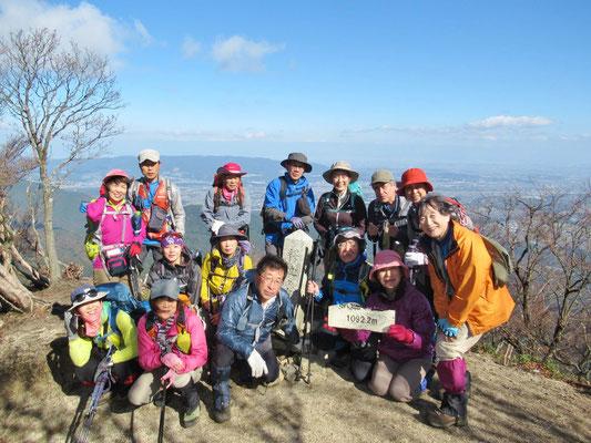 釈迦ケ岳三角点(1,092.2m)にて