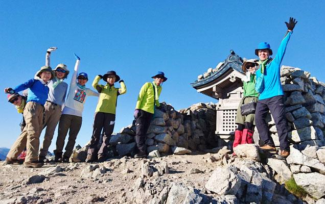 9/14 別山南峰(2,874m) 祠前にて